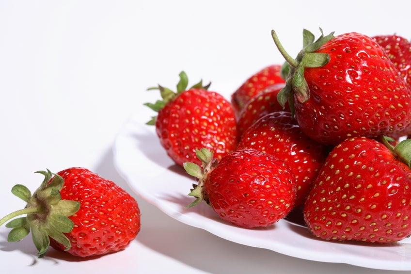 Las fresas tienen un suave efecto laxante, ideal para quienes sufren de estreñimiento.