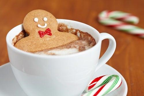 galleta en una taza de chocolate