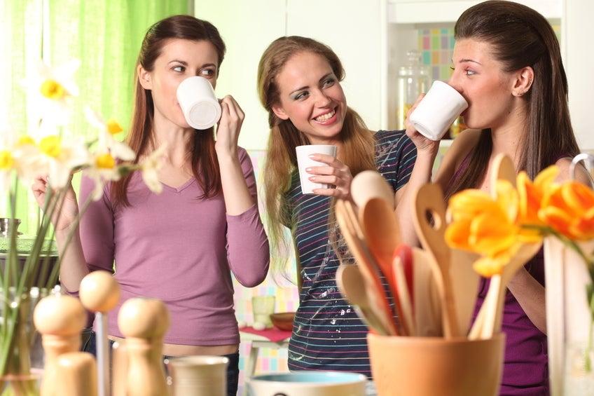 Se ha demostrado que ser amable y cordial con desconocidos o vecinos aumenta la felicidad, el optimismo y la satisfacción.