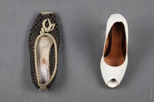 Lo ideal sería tener siempre a mano un par de zapatillas cómodas de repuesto y cada vez que tenemos un respiro o descanso, si las circunstancias lo permiten hacer el cambio.