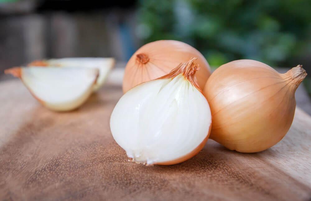 La cebolla es una fuente de quercetina.