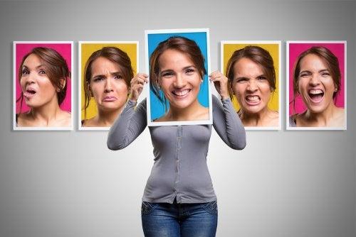 Mujer con diferentes emociones