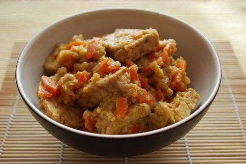 Tempeh con cebolla y zanahoria