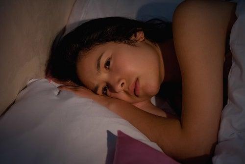 ¿Cómo conciliar el sueño de manera natural?