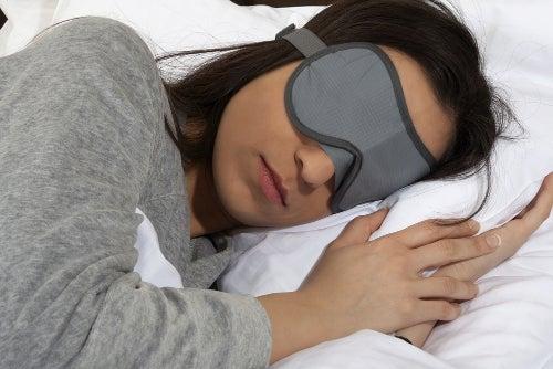 Máscara para los ojos para ayudar a conciliar el sueño