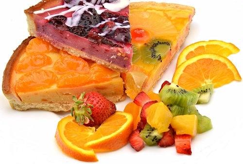 3 tartas deliciosas con fresas, naranjas, kiwi y mandarina
