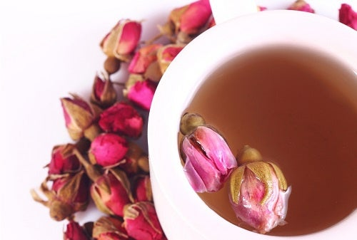 Aprende a preparar el té de rosas.