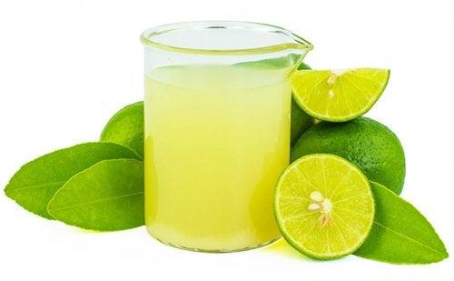 Jamás se debe aplicar zumo de limón en la piel a modo de tratamiento.