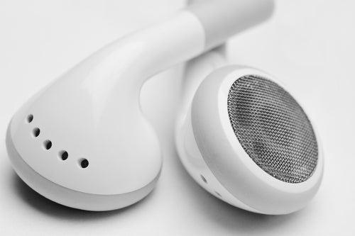 ¿Te has planteado si es malo para los oídos usar auriculares?