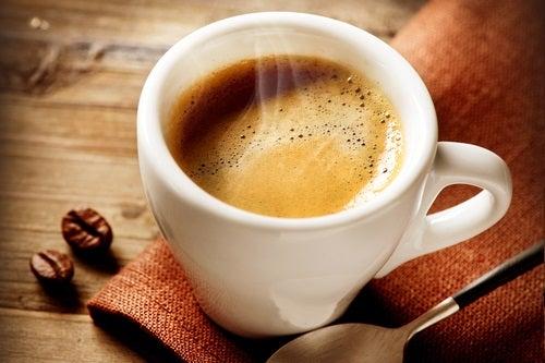 La relación entre beber café y tener hambre