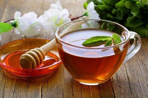 Infusión de miel, vinagre y té