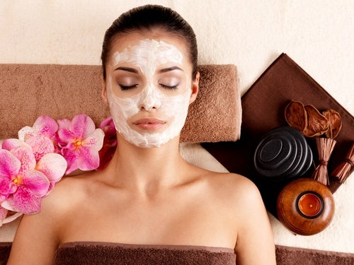 Cómo preparar una mascarilla facial con efecto cicatrizante y antiarrugas