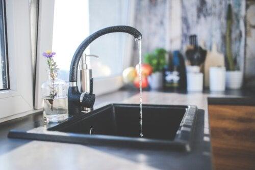 ¿Está contaminada el agua de nuestro hogar?