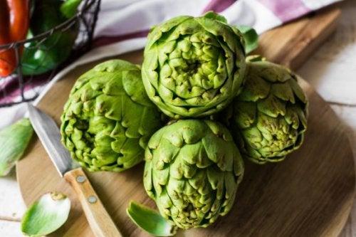 Las alcachofas son alimentos diuréticos.