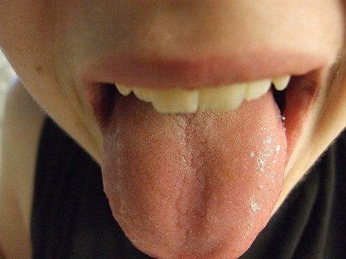 relajar la lengua para relajar la mandíbula