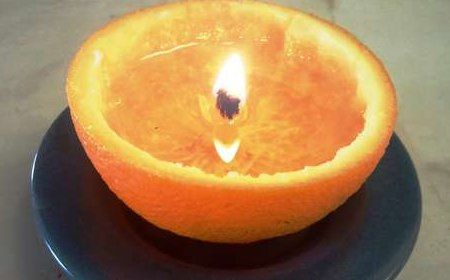 Vela-casera-y-natural-facil-de-fabricar-en-una-cascara-de-naranja.