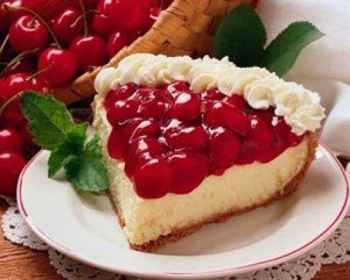 Otra de las recetas con cerezas es la tarta de queso y cerezas