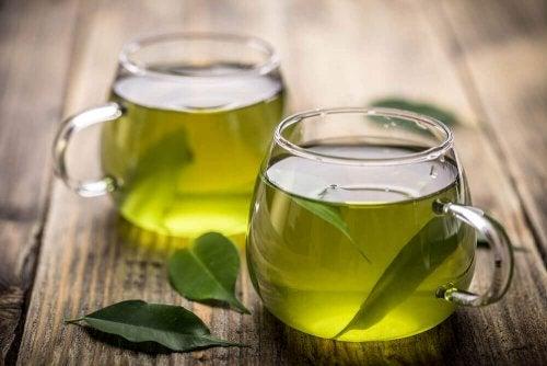 El té verde verde es uno de los alimentos diuréticos.