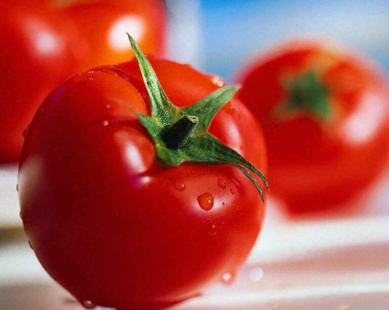 El tomate es uno de los alimentos diuréticos.