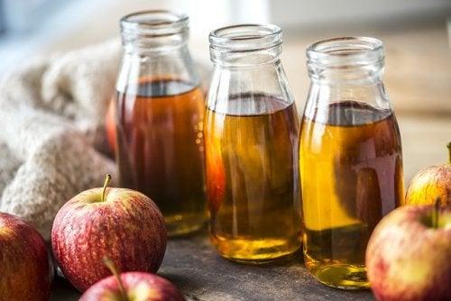 Uno de los remedios a base de manzanas es el zumo de esta fruta.
