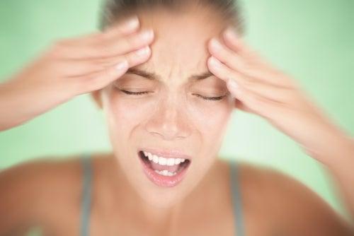 ¿Es recomendable tratar naturalmente la migraña menstrual?