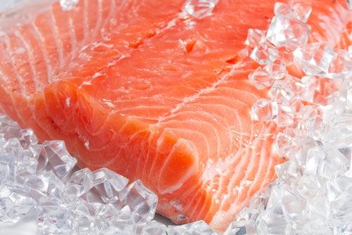 Rodaja de salmón fresco