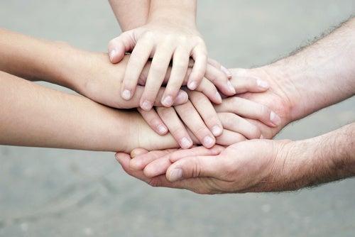 Ayuda a los demás, aporta un grano a la sociedad y un grano de felicidad para ti