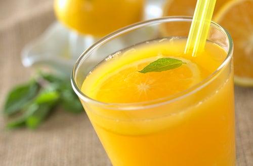 Los beneficios que te aporta beber zumo de naranja