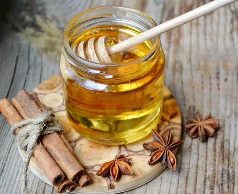 beneficios de agua con canela y miel