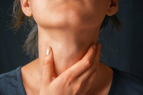 Dolor de garganta mujer disfonía