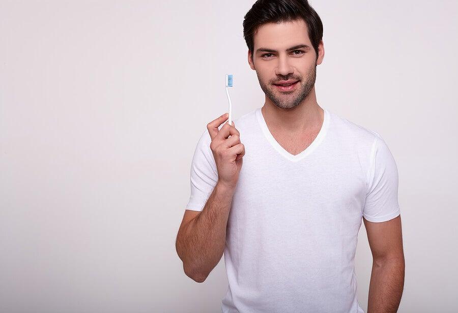 ¿Tus encías sangran al cepillarte los dientes?