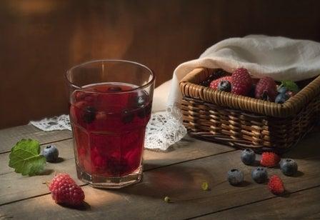 jugo de arándanos y uvas para la cistitis