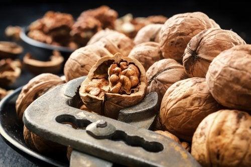 Las nueces contienen vitaminas importantes para la salud de la piel