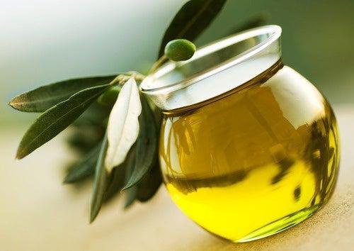 Aceite de oliva para cuidar las uñas