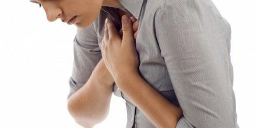 mujer que sufre ansiedad nerviosa e hiperventilación