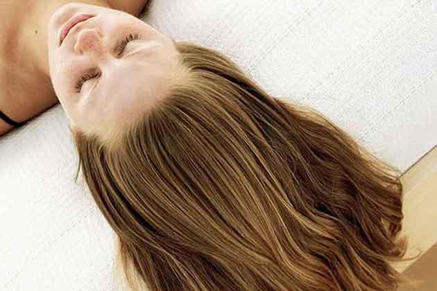 El transbordo de los cabello a las mujeres de la entrada