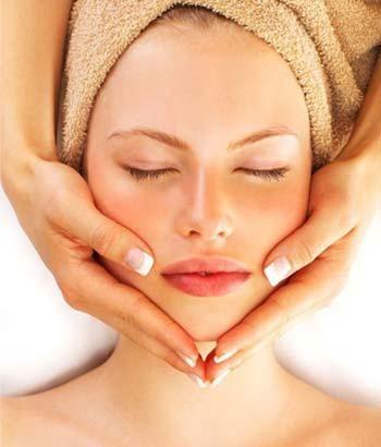 Cuidar y masajear el cutis es fundamental.