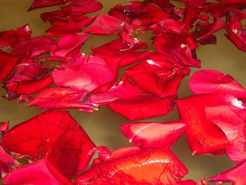 baño-con-petalos-de-rosa