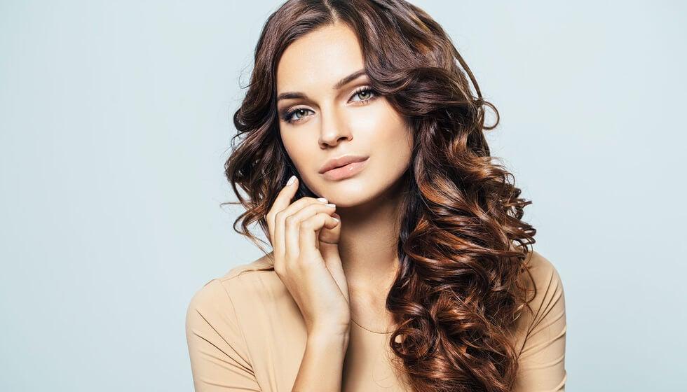 Mujer con el cabello limpio