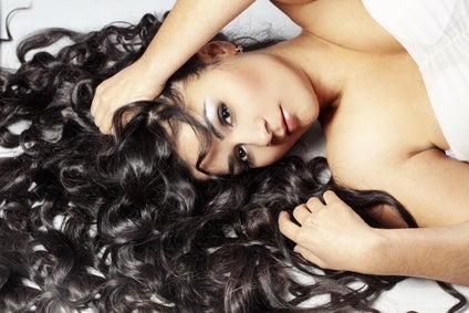 cabello rizado y ondas pelo negro