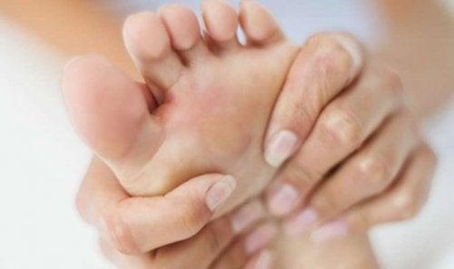 hormigueo y adormecimiento manos y pies
