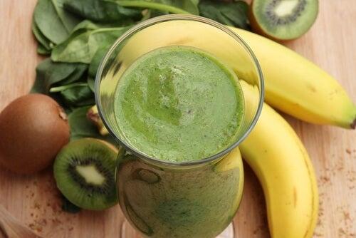 Bebida hipertónica de plátano y espinaca.