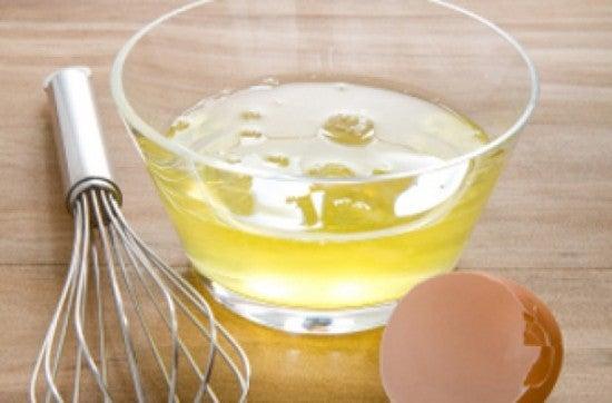 Clara de huevo contra puntas abiertas