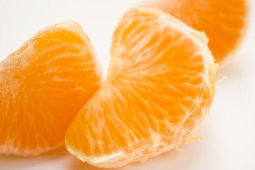 Comer mandarina