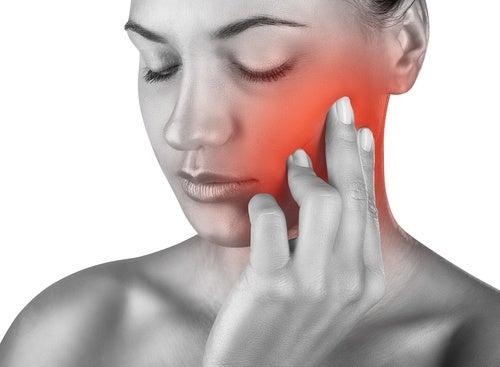 ¿Cómo aliviar el molesto dolor de muelas?