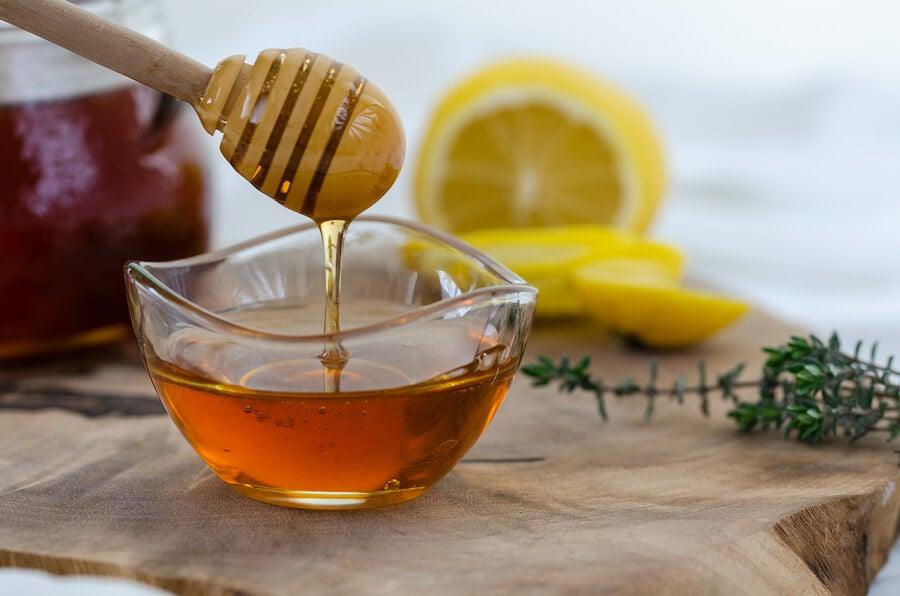 Jarabe de salvia, mil y limón.