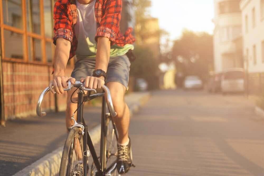 Paseo en bicicleta como ejercicio aeróbico.