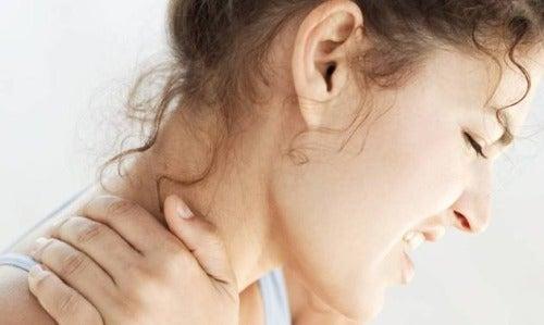 ¿Padeces con frecuencia de tortícolis? Podría deberse a un problema emocional