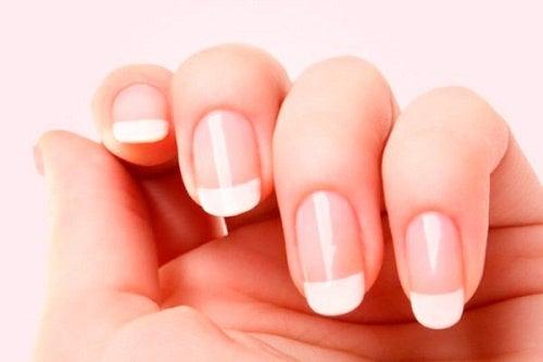 Cómo hacer un endurecedor de uñas casero