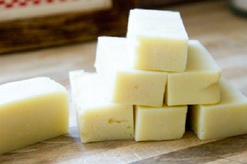 Aprende a hacer un jabón y una loción hidratante antiacné